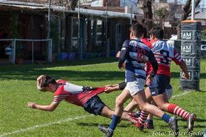 Volando para llegar al try - Rugby - M16 - Areco Rugby Club - Club Gimnasia y Esgrima de Ituzaingó