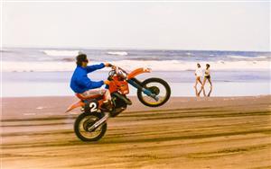 Sport Photo Book by Juan Alchourron - Motorcycle sport - Destreza en la arena - Pinamar (médanos) - 1988/Jan/20