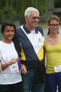 L'honneur de recevoir le prix, de la main de M. Carl Anderson - Running -  - NDG Roadrunners -
