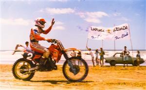 Sport Photo Book by Juan Alchourron - Motorcycle sport - Llegando entre los primeros - Pinamar (médanos) - 1988/Jan/20