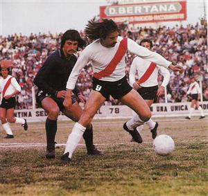Luque y Recavarren en un partido contra Quilmes - Soccer -  -  -