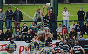 Con frio, saltando al line - Rugby - Superior (M) - Club Atlético de San Isidro - Hindú Club