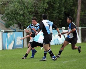 Andy Sanchez Inda arremete hacia el ingoal - Rugby - Vet - Liceo Naval - Centro Naval