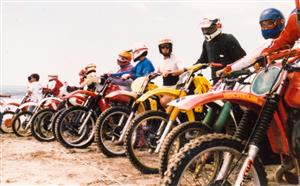 Sport Photo Book by Juan Alchourron - Motorcycle sport - Largada de motos - Pinamar (médanos) - 1988/Jan/20