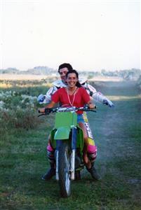 Anne Mouledous - Motorcycle sport - Aprendiendo a manejar una moto de cross - Pinamar (médanos) - 1994/Oct/27